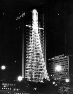 La Ciudad se viste de Luz. Edificio CANTV. Caracas, 8 de diciembre de 1979 (JOSÉ ESTRELLA / EL NACIONAL)