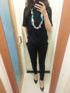 COS navy blue top, Hermes Maxi Twilly necklace, Zara pants, Ann Taylor black patent leather pumps. #HermesMaxiTwilly #MaxiTwillyNecklace