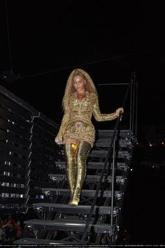 The largest photo gallery for Beyoncé Knowles with pictures, including photoshoots, appearances, performances, candids and more. 4 Beyonce, Beyonce Knowles Carter, Beyonce Style, Beyonce And Jay Z, Beyonce Ponytail, Beyonce Coachella, Beyonce Pictures, Youtubers, Avengers