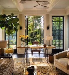 Taking on Monday morning one beautiful office (and cup of coffee☕) at a time! (dreamy space by Victoria Hagan Interior) Taking on Monday morning one beautiful office (and cup of coffee☕) at a time! (dreamy space by Victoria Hagan Interior) Home Interior Design, Interior Architecture, Interior And Exterior, Top Interior Designers, Room Interior, Home And Living, Bright Living Rooms, French Living Rooms, My Dream Home