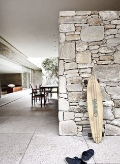 Rough Stone Wall Ideas//