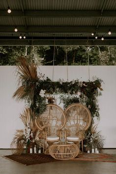 Get inspired by these fab boho wedding altars, boho wedding arches and backdrops. If you're planning a summer wedding and still looking. wedding arch These Fab Boho Wedding Altars, Arches and Backdrops that make us swoon 7 Boho Hochzeitsdekorationen, Rustic Bohemian Wedding, Bohemian Wedding Decorations, Wedding Altars, Bohemian Chic Weddings, Wedding Ceremony, Rustic Wedding Backdrops, Bohemian Theme, Bohemian Wedding Inspiration