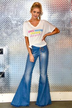 Bell Bottom Pants, Bell Bottoms, Wide Leg Jeans, Denim Jeans, Punk Fashion, Fashion Outfits, 70s Inspired Fashion, She Is Clothed, Everyday Outfits