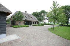 tuinaanleg - tuinontwerp - hovenier - tuinen - siebers tuinprojecten - studio siebers - boerderij - boerderijtuin - bestrating - oprit - landelijke tuin - landelijk wonen
