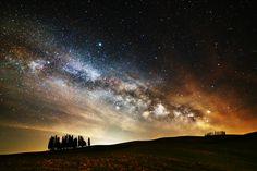 https://flic.kr/p/Ti61PN | Milky Way 01_04_17 | La via Lattea sui cipressi di San Quirico d'Orcia.  *explore*  Purtroppo il cielo velato mi ha impedito di fare uno stacking per ridurre il rumore, quindi ho dovuto utilizzare uno scatto singolo. C'è un po' di disturbo ma il risultato comunque mi soddisfa.  NO COMMENT = NO FAVORITE, THANKS  >>> Follow me on FB www.facebook.com/AlessandroDozerFondacoFoto <<<  ___ Follow me on Instagram www.instagram.com/alex.dozer86 ___  © La f...