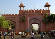 walled-city-gates-in-jaipur-history-ghat-gate-ramganj-bazaar-architecture