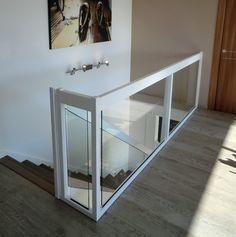Glass railing / wooden / glass panel / indoor Créateur d'escaliers Treppenm Sta… Indoor Railing, Loft Railing, Staircase Railings, Staircase Design, Banisters, Staircases, Glass Bannister, Glass Stairs, Glass Railing