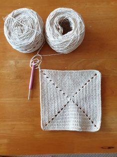 미니 그레니스퀘어백 뜨기 : 네이버 블로그 Crochet Beach Bags, Pin Interest, Bag Pattern Free, Crochet Projects, Lana, Crochet Bikini, Diy And Crafts, Crochet Earrings, Knitting