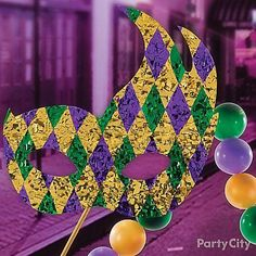 Give your float a mask to wear to the parade! Just cut out the mask from foam poster board, &cover both sides in gold floral sheeting. Then cut out diamonds from both green & purple floral sheeting & arrange them on the mask! Glow Party, Spa Party, Mardi Gras Decorations, Halloween Decorations, Teen Party Games, Teen Parties, Mardi Gras Float, Homecoming Parade, Birthday Party For Teens