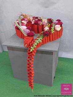 1 million+ Stunning Free Images to Use Anywhere Ikebana Arrangements, Modern Flower Arrangements, Valentine Decorations, Flower Decorations, Art Floral, Floral Design, My Flower, Flower Art, Fleur Design