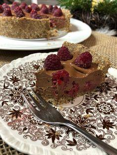 ŚWIĄTECZNE DESPACITO czyli ciasto orzechowo – czekoladowe – Vegenerat Biegowy Vegan Cake, Vegan Sweets, Granola, Tiramisu, Healthy Recipes, Healthy Food, Food And Drink, Pie, Pudding