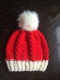 50%OFF Weekend Sale santa hat slouchy beanie Pom Pom par KnitSew4U