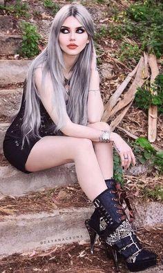 """( ☞ 2017 ) ☆ HOT BEAUTIFUL GIRL ☆ DAYANA CRUNK MELGARES IN A MINISKIRT AND HIGH HEELS. ) ☆ Dayana Sabrina Mendoza Moncada - Sunday, June 01, 1986 - 5' 9"""" 119 lbs 36-25-35 - Caracas, Venezuela."""