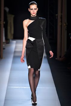 Roland Mouret Fall 2013 Ready-to-Wear - Collection - Gallery - Style.com