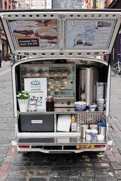 The Braithwaites Teas mobile station, serving cream teas in London. My kind of food truck! Food Trucks, Food Truck Menu, Coffee Carts, Coffee Truck, Sandwich Original, Deco Cafe, Mein Café, Food Vans, Mobile Business