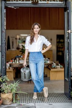 Hannah Henderson General Store by Lou_Mora 24 Stunning Street Style Ideas To Inspire Every Girl – Hannah Henderson General Store by Lou_Mora Source Denim Fashion, Fashion Outfits, Look Jean, Mode Chic, Looks Chic, Street Style, Looks Vintage, Wide Leg Jeans, Wide Pants