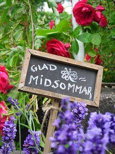 Glad midsommar sign in a flower garden. Swedish Decor, Swedish Style, Midsummer's Eve, Kingdom Of Sweden, Swedish Traditions, Summer Solstice, Four Seasons, Garden Inspiration, Summer Fun