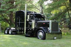 Nice looking Peterbilt Big Rig Trucks, Semi Trucks, Cool Trucks, Peterbilt 379, Peterbilt Trucks, Custom Big Rigs, Custom Trucks, Trailers, Big Ride