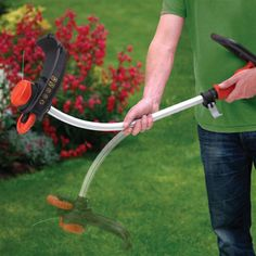 Prerese bari 700W. Përdoret për të prerë barë në zona të ngushta të kopshtit tuaj dhe për ti dhënë barit formen që ju dëshironi. Ka një motor të fuqishem të shpejtë dhe efikas. Diametri prerës 38 cm të jep mundësine që të presësh në zona të ngushta. Ka një dorezë dytësore për ta bërë atë komode dhe lehtësisht të komandueshme. Fija me diametër 2mm realizon një prerje të shpejtë dhe pa zhyrmë.