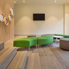 Sharing fresh & vibrant Actiu workspace inspo from a company in the food sector in Barcelona who achieved its goal of moving the hierarchy… Vibrant