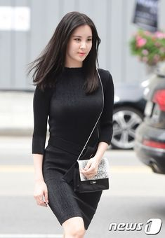 SNSD SeoHyun goes all black for Calvin Klein's Event ~ Wonderful Generation Snsd Fashion, Korean Fashion, Asian Woman, Asian Girl, Sooyoung Snsd, Taeyeon Jessica, All Black Outfit, Korean Model, Dress Suits
