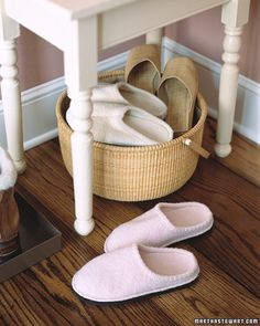For all those slippers! Basket of Slippers In the winter, place an array of terry-cloth slippers by the door for guests. Fill a basket with comfortable slippers or soft, heavy socks as a warm welcome for visitors -- and an inducement to remove wet boots. Bed And Breakfast, Organizar Closet, Guest Room Essentials, Martha Stewart Home, Homekeeping, Organization Hacks, Organizing Tips, Entryway Organization, Rattan