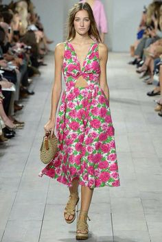 In love with the the pattern, neckline and print Michael kors ready to wear SS15 #NYFW #michaelkors #ZurikGirl