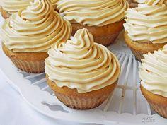 Reteta culinara Dulce de leche Cupcakes din categoria Prajituri. Specific Romania. Cum sa faci Dulce de leche Cupcakes Cupcakes, Caramel, Muffins, Cheesecake, Deserts, Sweets, Baking, Food, Diva