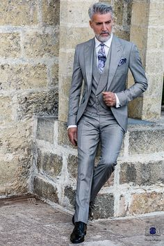 Italian bespoke light grey suit with wide peak lapels, 1 mother of pearl button, ticket pocket and double vent. Wool mix fil a fil fabric. Wedding suit 1770 Gentleman Collection Ottavio Nuccio Gala.