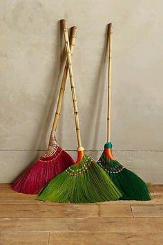 Skirted Broom - Asian brooms, environment + easy to use Brooms And Brushes, Deco Design, Studio Design, Cool Gifts, Bunt, Home Accessories, Home Goods, Sweet Home, Weaving