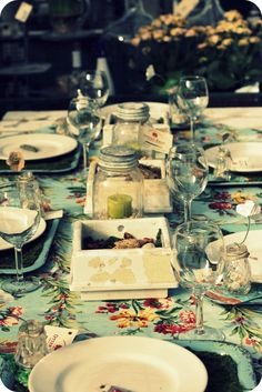 love this tablecloth & tin placemats!