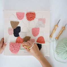Julie Robert (@julie_weaves) • Instagram-foto's en -video's Julie Robert, Diy And Crafts, Arts And Crafts, Punch Needle Patterns, Latch Hook Rugs, Art Textile, Diy Embroidery, Embroidery Techniques, Rug Hooking