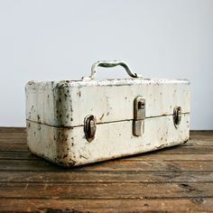 Vintage Toolbox. Very Shabby Chic.