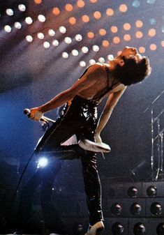 Website dedicated to one of the greatest and most influential artists of all time – Freddie Mercury Queen Freddie Mercury, Pop Rock, Rock And Roll, Stevie Nicks, Rolling Stones, Beatles, Bryan May, Freddie Mecury, Mode Disco