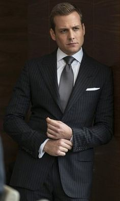 Suits Gabriel Macht as Harvey Specter shows how three-piece suit should be worn! I watch it all day long! Trajes Harvey Specter, Harvey Specter Suits, Suits Harvey, Suits Tv Series, Suits Tv Shows, Gabriel Macht, Fashion Mode, Suit Fashion, Mens Fashion