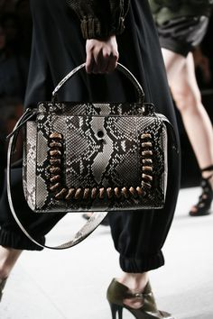 See detail photos for Fendi Spring 2016 Ready-to-Wear collection.