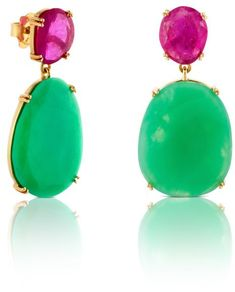 Letizia's new TOUS Ruby and Emerald earrings coordinated perfectly with her outfit. Mexico City on June 29, 2015.