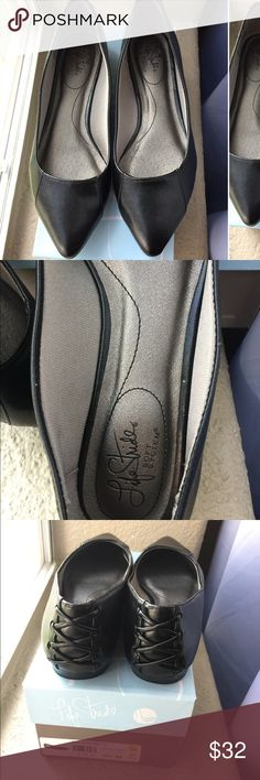 Final price NWT Life Stride black pointy flats Nwt cute and comfortable pointy life stride flats! Size is 8.5 Life Stride Shoes Flats & Loafers