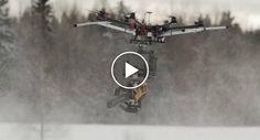 Agricultores Têm a Mais Doida e Espetacular Ideia Ao Combinar Drone Com Motosserra http://www.desconcertante.com/agricultores-doida-espetacular-ideia-combinar-drone-motosserra/