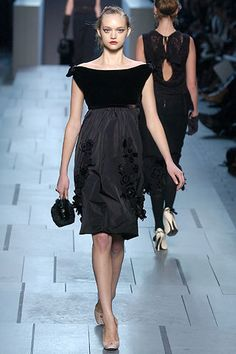 Louis Vuitton Fall 2005 Ready-to-Wear Fashion Show - Eugenia Volodina