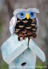 See how to make the most adorable pine cone owls ever! Made with pine cones, felt, and pipe cleaners, you'll fall in love with these little guys. Fall Crafts, Easter Crafts, Crafts For Kids, Arts And Crafts, Diy Crafts, Simple Crafts, Fall Projects, Christmas Projects, Projects To Try