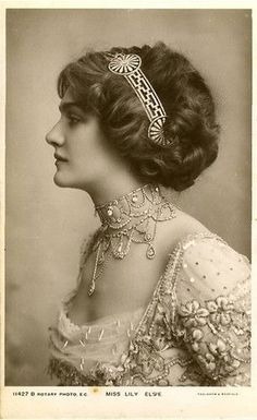 A Collection of 70 Beautiful Vintage Portrait Photos of Lily Elsie From Between the and ~ vintage everyday Lily Elsie, Basic Hairstyles, Vintage Hairstyles, Wedding Hairstyles, Edwardian Hairstyles, Edwardian Era, Edwardian Fashion, Vintage Fashion, Fashion 1920s