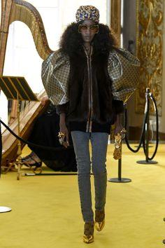 e109e0e9a836a 36 melhores imagens de GUCCI   Couture, Gucci fashion e High fashion