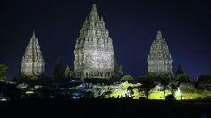 Templul Prambanan, #Indonesia  23 de poze cu cele mai frumoase biserici si temple din lume.  Vezi mai multe poze pe www.ghiduri-turistice.info  Sursa : www.flickr.com/photos/tierecke/
