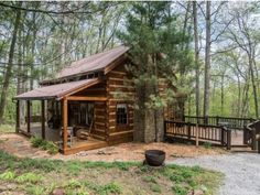 Chimney log cabin in brown county Indiana vacation rental