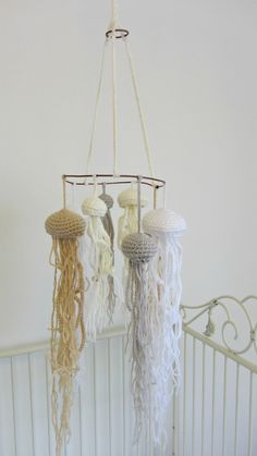 A Jellyfish Mobile Is there anything cuter then a crochet jellyfish? Is there anything cuter then a crochet jellyfish baby mobile? Fish Mobile, Baby Mobile, Crochet Fish, Crochet Bebe, Mobiles, Crocheted Jellyfish, Diy And Crafts, Arts And Crafts, Crochet Mobile