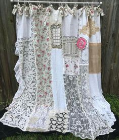 Ideas For Baby Girl Quilts Shabby Chic Cottages Vintage Curtains, Shabby Chic Curtains, Diy Curtains, Gypsy Curtains, Cottage Shabby Chic, Shabby Chic Kitchen, Shabby Chic Decor, Rideaux Shabby Chic, Nursery Curtains