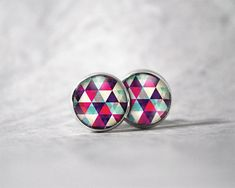 Boucles d'oreilles cabochon 10 mm / Motifs triangles | Etsy Canadian Holidays, Weekend Days, Cabochons, Pretty Hands, Triangle Pattern, Color Calibration, Triangles, Motifs, Turquoise Bracelet
