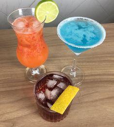 Drinks preparados por @mussumalive no programa @rangotv_oficial na @twitchbr Todos os dias de segunda a sexta tem programação ao vivo no @rangotv_oficial segue eles pra não perder as novidades. #bebidaliberada #rangotv #drinks #sextou #paposedrinks #baraberto Vivo, Hurricane Glass, Tableware, Instagram, Dinnerware, Tablewares, Dishes, Place Settings
