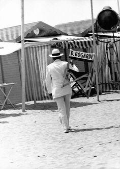 """Dirk Bogarde sul set di """"Morte a Venezia"""" di Luchino Visconti (1971)"""